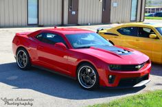 This striking red Camaro ZL1 looks amazing on these 20-inch Forgeline SP3P wheels finished with Gloss Black & Diamond Cut centers with Polished outers.