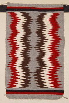 34-lightening-pattern-nancy-jim-navajo-rug-530px