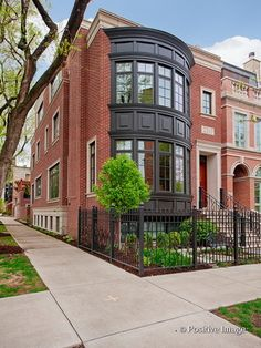 (MRED) Sold: 6 bed, 6.5 bath, 5449 sq. ft. house located at 2263 N JANSSEN Ave, CHICAGO, IL 60614 sold for $2,700,000 on Aug 11, 2014. MLS# 08616988. Residential Architecture, Architecture Design, Modern Small House Design, Townhouse Designs, Brick Building, Facade House, City Living, House Goals, Hotels