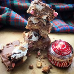 Scotland in a Traybake. Tunnock's Teacake Rocky Road. Chocolate, Marshmallow and Biscuit no bake cake.