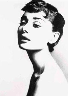 Audrey Hepburn, 1953, photo by Richard Avedon