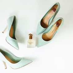 1 c'est bien, mais 2 c'est mieux! Qui aura la chance d'enfiler ces magnifiques escarpins Dolce Vita en suède menthe crème! // Because we all know that 2 is better than 1. Who will have the chance to own these incredible Dolce Vita high heels! . . . #deuxiemeedition #designerclothes #dolcevita #shoes #highheels #menthe #accessories #highend #consignmentshop #ootd #fashion #shoppingmontreal #montrealjetaime #chic #fashion #mode #thatsdarling #darlingmag #shoes👠 #shoestagram #shoesoftheday…
