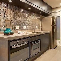 Show de cozinha!! By @moniserosaarquitetura  @juliaribeirofotografia @ligacaohomecenter #arquiteturadeinteriores #revestimento #arquitetura #archdecor #archdesign #archlovers #interiores #instahome #instadecor #instadesign #design #detalhes #produção #decoreseuestilo #decor #decorando #decordesign #luxury #decorlovers #decoração #homestyle #homedecor #homedesign #decorhome #home #kitchen #cozinha #gourmet #cuisine #decoracaodeinteriores