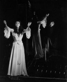 Michael Crawford as The Original Phantom and Sarah Brightman as the original Christine in The Phantom of the Opera, Broadway. Photo Credit: Clive Barda