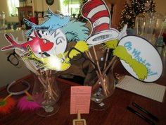 Awesome link to free printables fro Dr Seuss photo props!