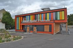 Straw Bale Nursery School in Rosny sous Bois, France, with roof garden.