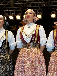 National dress of Poland. Delicate lacing, embroidery, bright stripes, and impressive headdresses Welsh, Poland Culture, Polish Embroidery, Polish People, Folk Clothing, Folk Costume, Dance Costumes, Traditional Outfits, Sequin Skirt