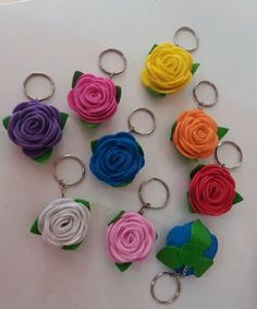 Alice Birthday party decor Giant paper flower Two tone rose Large white red rose Bridal bouquet big Anniversay gift Giant Paper Flowers, Felt Flowers, Fabric Flowers, Foam Crafts, Diy Arts And Crafts, Caleb Y Sophia, Felt Keychain, Keychains, Rose Bridal Bouquet