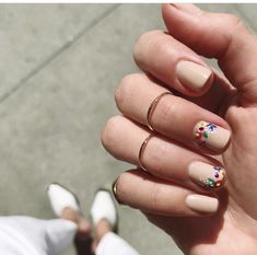 20 floral nail art designs that are perfect for short nails Cute Nail Art Designs, Nail Designs Spring, Acrylic Nail Designs, Acrylic Nails, Spring Nail Trends, Spring Design, Spring Nail Colors, Spring Nail Art, Spring Nails