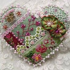 Crazy Patchwork Ideas Projects Fabrics 34 New Ideas Crazy Quilt Stitches, Crazy Quilt Blocks, Crazy Quilting, Quilting Ideas, Quilting Templates, Ribbon Embroidery, Embroidery Stitches, Embroidery Designs, Crazy Heart