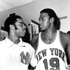 Willis Reed and Walt Frazier Basketball Legends, Basketball Players, Basketball Jones, Men's Basketball, New York Knickerbockers, Walt Frazier, Sports Illustrated Covers, The Sporting Life, Ski Sport