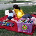 Wer das liest, hat eine Pause verdient: Beim Lesen im Park können an verschiedenen Plätzen in der Stadt Bücher ausgeborgt und vor Ort verschlungen werden. Noch bis 31. August täglich bei Schönwetter.