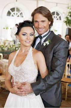 Sebastian Rulli, Telenovela Teresa, Hubba Hubba, Christina Aguilera, Short Hair Styles, Celebrities, Wedding Dresses, Sexy, People