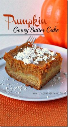 Gooey Butter Cake Pumpkin~ The cake creates a sweet buttery crust for the delicious pumpkin gooey filling! So delish. Make this for a dessert or make it for breakfast or brunch! Making this today 13 Desserts, Delicious Desserts, Dessert Recipes, Yummy Food, Fall Cake Recipes, Yummy Lunch, Cupcakes, Cupcake Cakes, Pumpkin Gooey Butter Cake