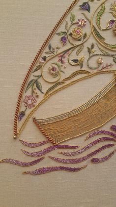 goldwork Cross Stitch Hoop, Gold Work, Diy Embroidery, Casket, Bed Covers, Textile Art, Purses And Bags, Needlework, Couture