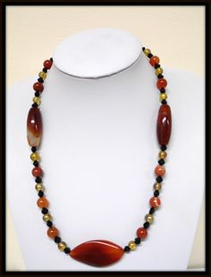 Collier oranges en agate, sardonyx et cornaline et des perles couleur miel et noire : Collier par delicious-jewels