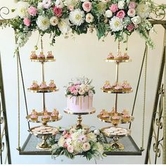 Suspended cakes are becoming a strong trend in event decoration, as wooden cake swings and blacksmith swings are managing to have floating cakes in any Party Decoration, Wedding Decorations, Table Decorations, Cake Table, Dessert Table, Wedding Desserts, Wedding Cakes, Pastel Candy, Bridal Shower