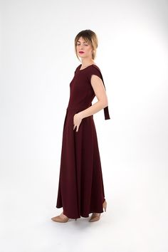 Dark red linen backless dress. Dark Red Dresses, Burgundy Dress, Fall Winter 2015, Backless, Cold Shoulder Dress, Women Wear, How To Wear, Collection, Fashion