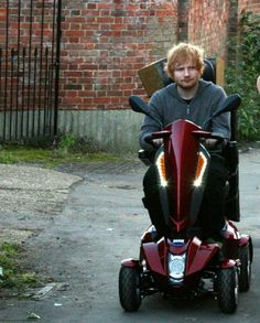 Ed Sheeran pimping his ride! Cute Ginger, Ginger Boy, Edward Christopher Sheeran, Ed Sheeran Love, Mister Ed, James Blunt, Red Taylor, Bff, Music People