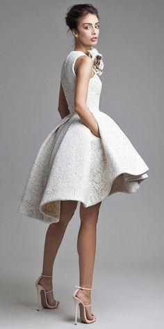 Cómo escoger entre los diferentes vestidos de novia cortos para tu boda al aire libre o para tu boda civil, las últimas tendencias e ideas creativas