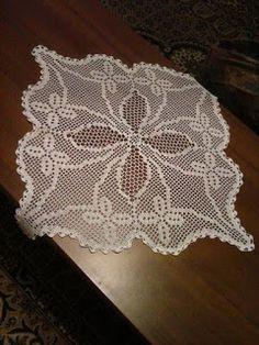 El İşleri: ÇOK GÜZEL DEĞİŞİK DANTEL ÖRNEKLERİ Crochet Tablecloth, Crochet Doilies, Crochet Diagram, Crochet Patterns, Fillet Crochet, Embroidery Motifs, Tatting, Projects To Try, Crocheting