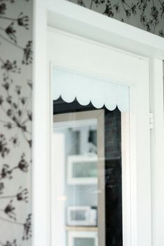 Cute curtain made of sticky back plastic!    DIY / lasioven pipariverho | Pics, dots and stripes