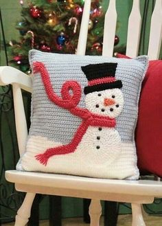 Frosty Pillow pattern by Laura Bozeman : This adorable snowman pillow is the perfect addition to your Holiday/Winter decor. Buy the pattern and make one, or a hundred, in your favorite colors. Crochet Tree, Crochet Snowman, Christmas Crochet Patterns, Holiday Crochet, Christmas Knitting, Crochet Crafts, Crochet Projects, Free Crochet, Crochet Christmas Blanket