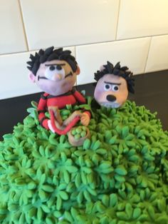 Dennis the Menace and Gnasher cake