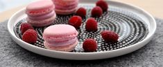 ENGLISH | NORSK Vanentin's day is right around the corner. Do you have a special person in mind that you want to surprise on the day?If so, these macarons are my suggestion: romantic and sweet, but still with a fresh and fruity raspberry flavor. 1 batch macarons made by the base recipe – 75 g …