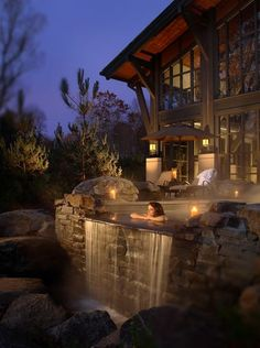 635520120230512909-The-Horizon-Edge-Hot-Tub-at-the-Lodge-at-Woodloch-in-the-Pocono-Mountains.-credit-PoconoMountains.com