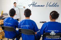 Un Alumno Vodder está siempre atento a las clases e instrucciones de sus profesores, pues es ese compromiso el que los convertirá en los mejores.