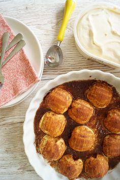 Det er sæson for æbler, og her får I en skøn skøn opskrift på dessert med æbler. Hasselback æbler med vaniljeis. Uhm....den er godt! Se opskriften her.