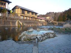 Professor Onsen's Top Hot Springs | Nippon.com