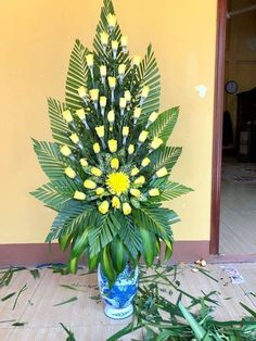 Pin by So Much To Look At on Floral Arrangements-Inspiration Valentine Flower Arrangements, Tropical Flower Arrangements, Creative Flower Arrangements, Flower Arrangement Designs, Artificial Floral Arrangements, Funeral Flower Arrangements, Beautiful Flower Arrangements, Tropical Flowers, Altar Flowers