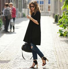 street-style-vestido-preto-calca-jeans-por-baixo