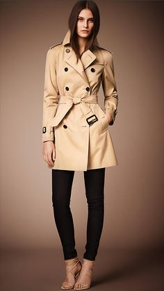 Burberry | The Westminster - mid-length heritage trench coat in Honey €1,395.00