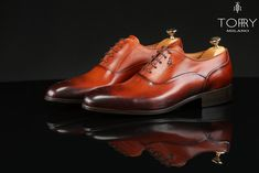 Torry Milano shoes are handmade from natural leather. They are made from a soft leather which gives them a unique design and a very refined elegance, being unique models. Handcrafted Italian Fashion Leather Shoes For Men Natural Leather, Soft Leather, Italy Fashion, Mens Fashion, Luxury Mens Clothing, Beard Suit, Men's Shoes, Dress Shoes, Luxury Shoes