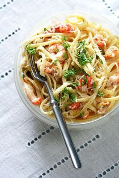 This dish, along with linguine with red clam sauce and oven-baked rigatoni, is a mainstay of the Italian-American fare served at Figaretti's in Wheeling, West Virginia. Seafood Linguine, Linguine Recipes, Pasta Recipes, Crab Pasta, Crab Recipes, Wine Recipes, Cooking Recipes, Shellfish Recipes, Gourmet