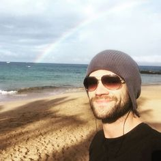 Ruby loves jared hours ago More Such a beautiful Rainbow😍😍😍 Yup ,that colorful thingy in the sky is pretty too Jared Padalecki, Jensen And Misha, Jensen Ackles, Supernatural Quotes, Supernatural Seasons, Sam Dean, Lucky Ladies, Just Jared, Sam Winchester