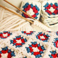 過去の作品から。 トリコロールのミニブランケット💙❤️ モチーフ繋ぎは時間がかかる分出来上がった時の達成感が大きいです。 でも糸の始末が大変で〜す😆 #編み物 #あみもの #手編み #ミニブランケット #膝掛け #ひざ掛け #トリコロール #トリコロールカラー #モチーフ編み #モチーフ繋ぎ #ハンドメイド #crochet #handmade #knitting #knittingyarn #motif #instaknitting Toto, Yarn Needle, Friendship Bracelets, Straw Bag, Knit Crochet, Knitting, Instagram Posts, Tricot, Cast On Knitting