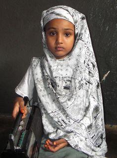 Portrait of a Somali schoolgirl in Mogadishu, Somalia. Kids Around The World, We Are The World, Beautiful Children, Beautiful People, Precious Children, Beautiful Mind, Bless The Child, Baby Kind, The Beautiful Country