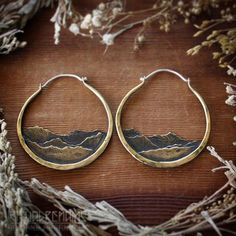 One more pair of these small brass mountains earrings are ready to ship for the holidays! Perfect to always have a little piece of nature with you they are sure to be an everyday favorite. Check our stories for the direct link or find them in our shop www.ritualremains.com