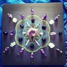 Reiki Crystal Grid/seed of life Chakra Crystals, Crystals Minerals, Crystals And Gemstones, Stones And Crystals, Healing Stones, Crystal Healing, Wiccan, Magick, Pagan