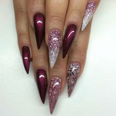 stiletto-nails-glitzer-silber-glas-ombre-weinrot-spitz-lang