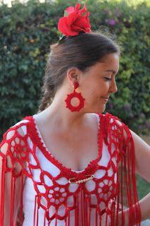 ARTESANAS DE HILO Y LANA: Mantoncillo rojo rosetas