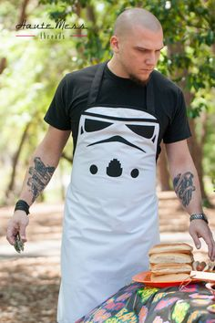 Star Wars Stormtrooper apron by Haute Mess Threads (etsy) Star Wars Love, Star War 3, Walt Disney Pictures, Boba Fett, Stormtrooper, Bordados E Cia, Star Wars Party, Love Stars, Long Time Ago
