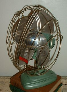 Vintage Fan - Metal blades - That was more efficient than plastic.