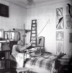 matisse-painting-in-bed.jpg 797×800 pixels