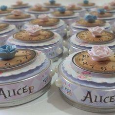 Kit Personalizado com apliques em 3D contendo: <br>-15 caixa milk; <br>-15 cones; <br>-15 latinhas; <br>-25 toppers; <br>***não acompanha recheio*** Alicia Wonderland, Alice In Wonderland Tea Party, Mad Hatter Tea, Holidays And Events, First Birthdays, Cooking Recipes, Birthday Parties, Ariel, Silhouette Cameo