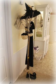 witch coat rack and other decorating ideas halloween caldron Halloween Witch Hat, Chic Halloween, Halloween Party Decor, Halloween House, Holidays Halloween, Halloween Crafts, Happy Halloween, Halloween Ideas, Halloween Stuff